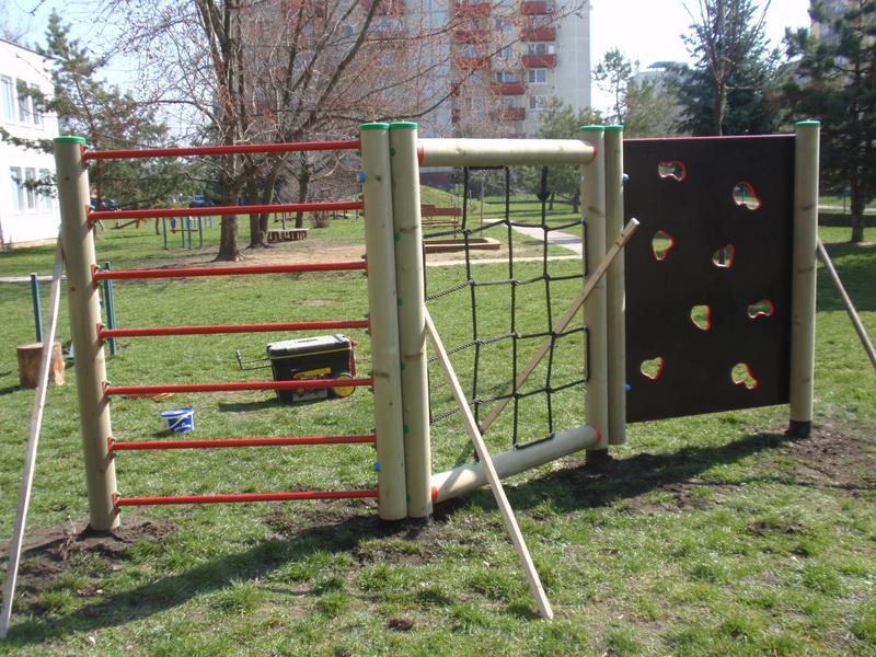 detske ihrisko MŠ Nové Zámky, Bitúnkova, 2011