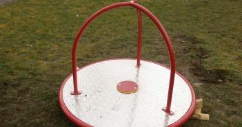 Krízové stredisko, Trnava, detské ihrisko , kolotoč, rovnovážny kruh