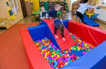 Zábava v suchom bazéne v materskej škole