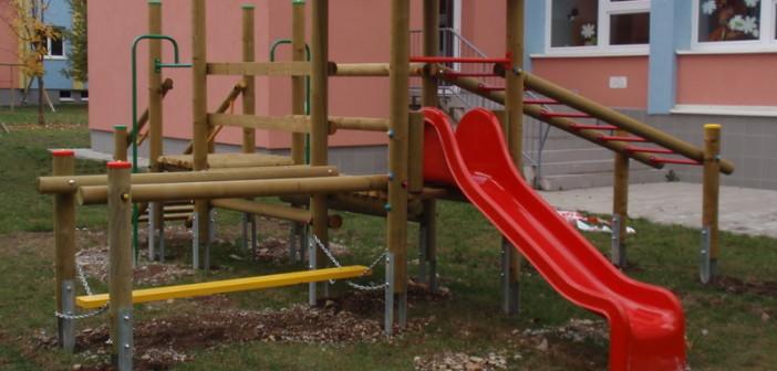 detske ihrisko Obec Varín, 2011